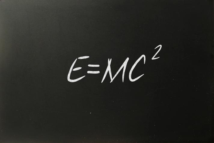 Elément décoratif - E=mc2